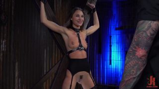 Ophelie Meunier spanked for being a bad girl (BDSM deepfake scene)